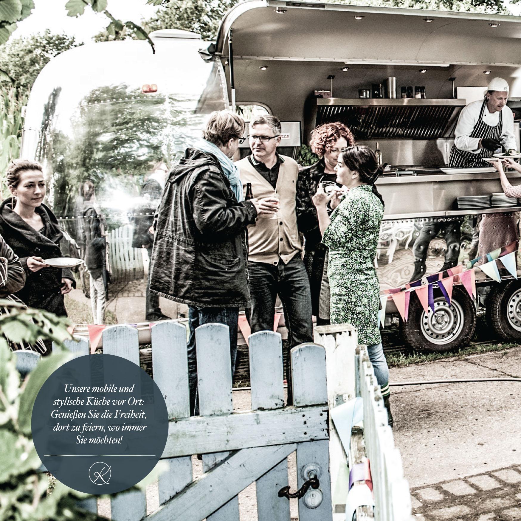 Unsere mobile und stylische Küche vor Ort: Genießen Sie die Freiheit, dort zu feiern, wo immer Sie möchten!